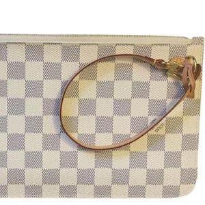 Louis Vuitton Bags - 💯Authentic Louis Vuitton Neverfull Clutch